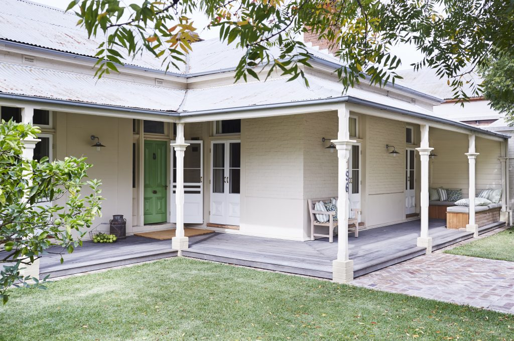 Stay at Scone in the Upper Hunter Valley - Strathearn Park Lodge
